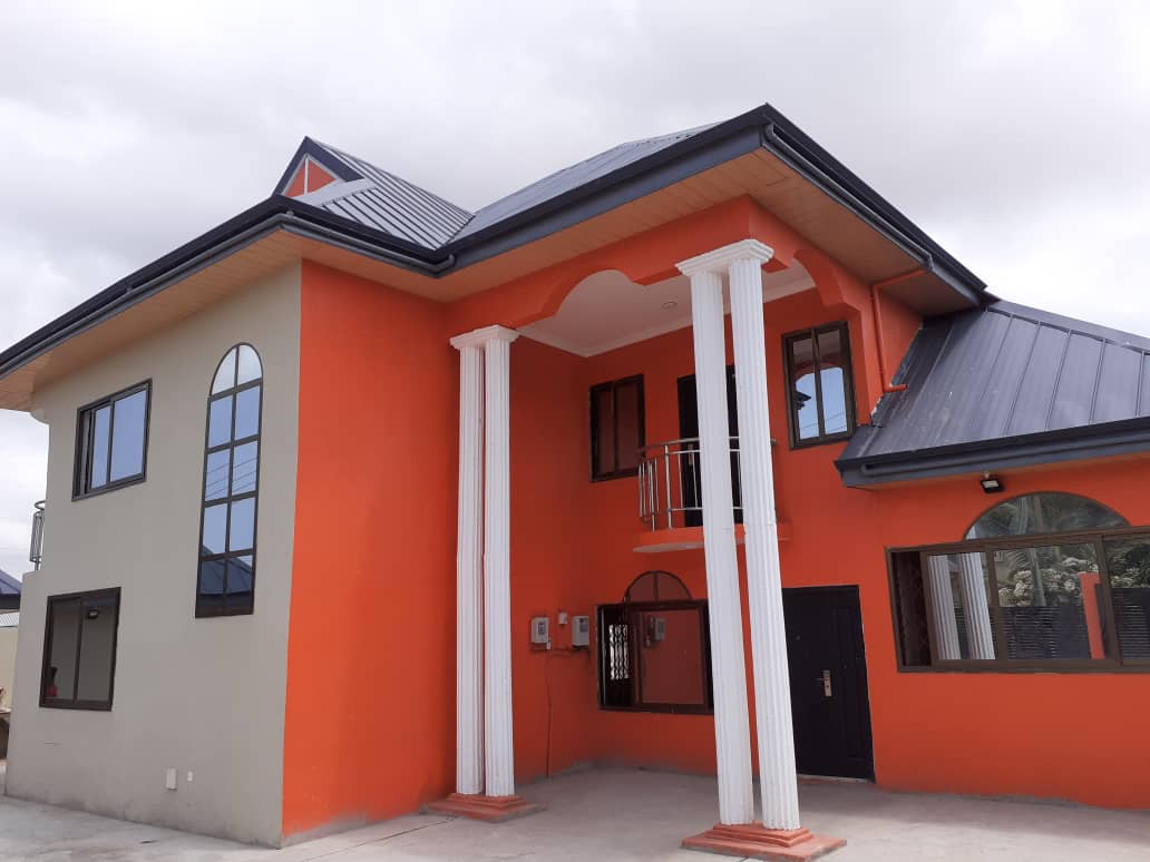 Six Bedroom house with a Shop Available for Rent
