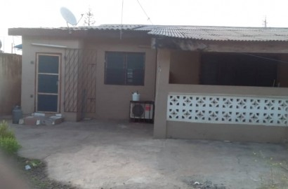 5 Bedroom house with 3 shops and uncompleted extension for sale