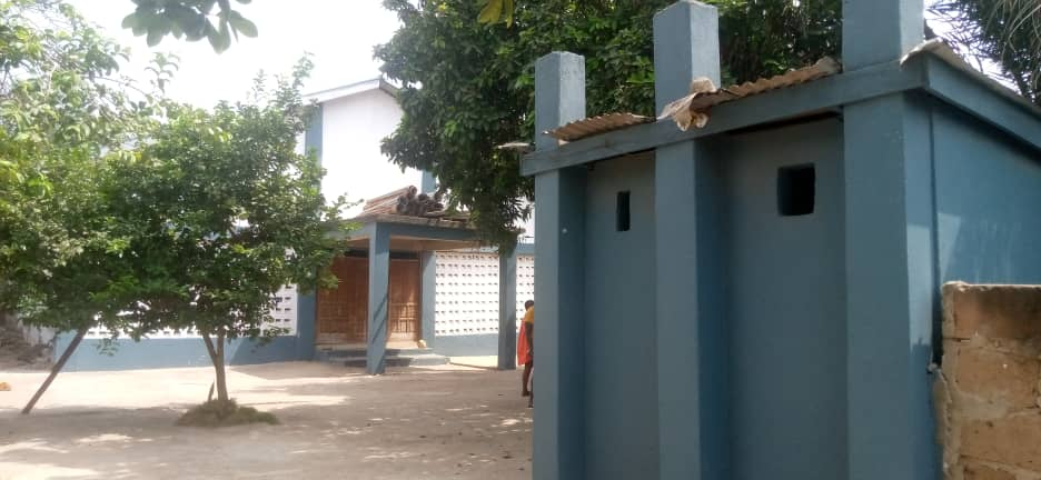 Church building & 8-Bedroom House on 2 plots of land for sale
