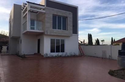 Newly-built 4 bedroom en-suite house for sale