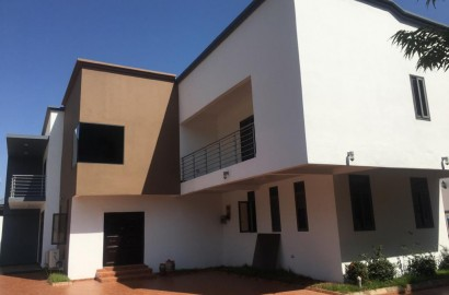 4 Bedroom House with 2 bedroom Staff Quarters Available for Rent