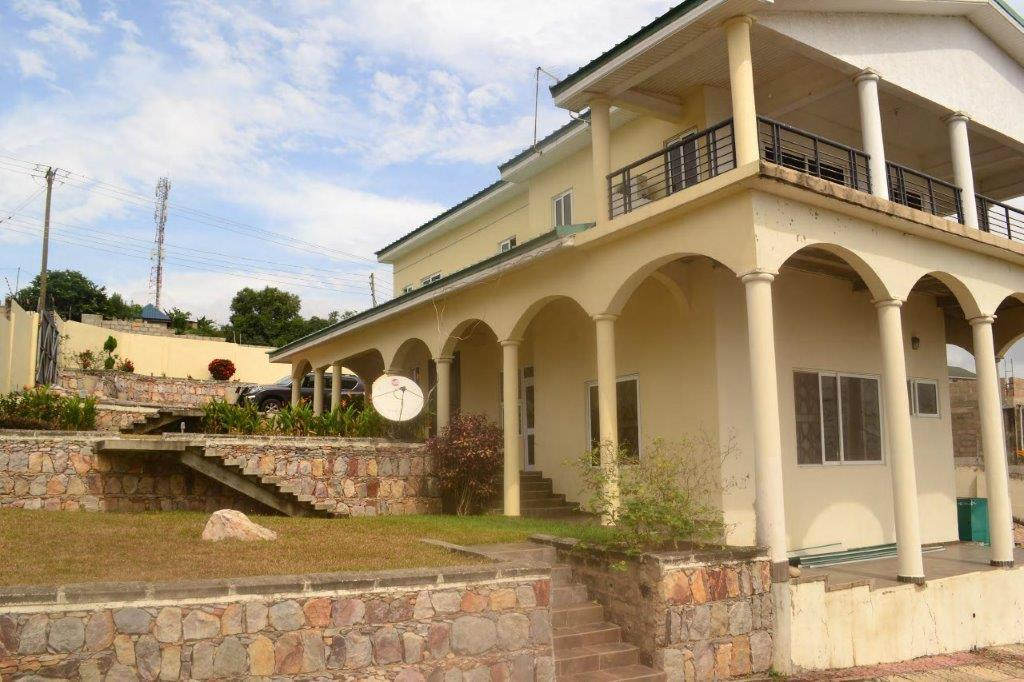 5 Bedroom House + 2 Bedroom Outhouse for sale
