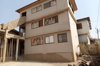 3 Bedroom House with 3 units of 1 Bedroom Apartments for sale