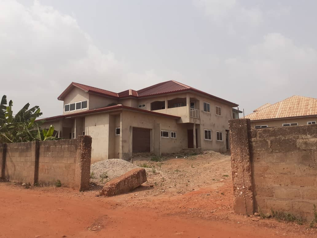 7 Bedroom Storey House for rent
