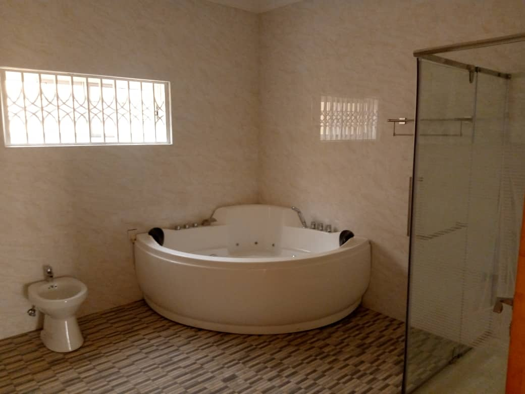 Executive 5 Bedroom House for rent