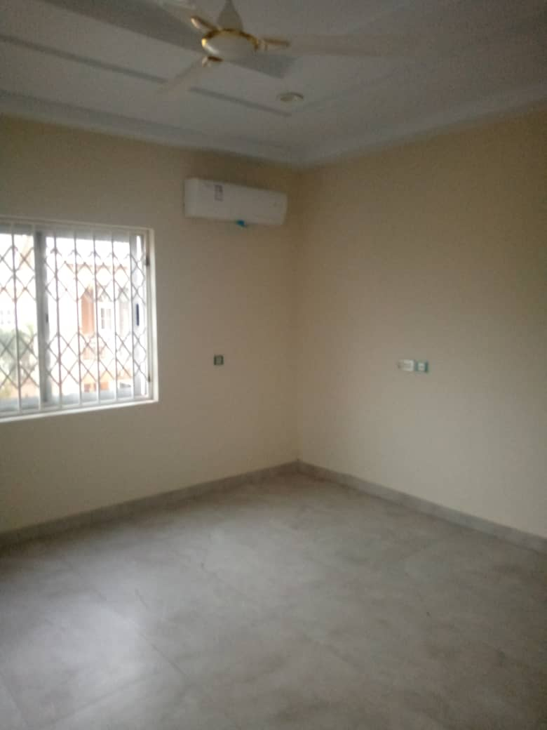 Newly-built 4 bedroom apartment for rent