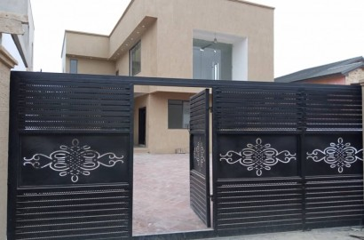 4 Bedroom House with 1 Room BQ for sale