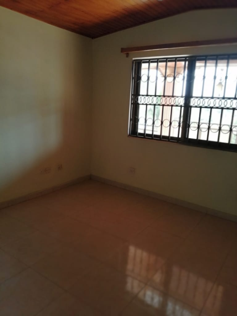 En suite 5 bedroom furnished house for rent
