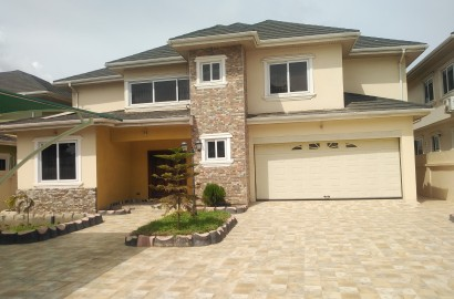 Four Bedroom house with A One bedroom Staff Quarters Available for Rent
