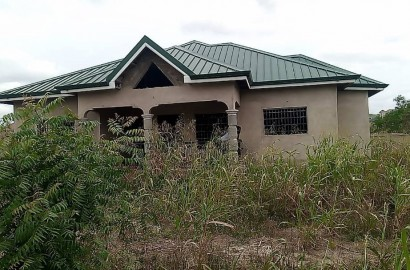 4 bedroom house on 2 and half plots of land for sale