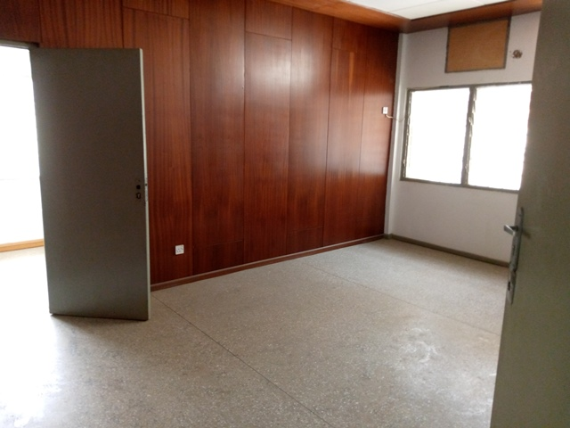 8 room office space for rent