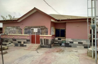 4 Bedroom House with 1 Uncompleted Store for Sale in Kumasi