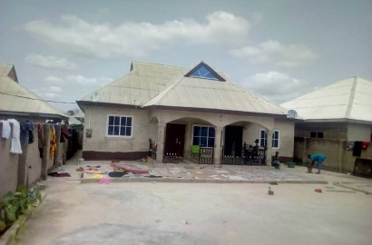 4 Bedroom House with 3 Uncompleted Stores for Sale
