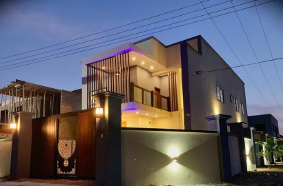 5 Bedroom House for Sale, Gyinyase