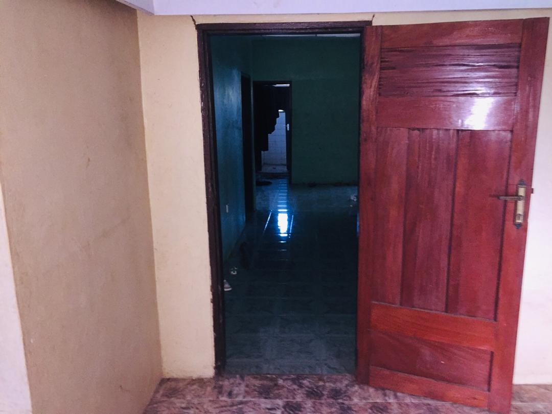 5 Bedroom House with 3 Bedroom Boys' Quarters for sale in Kumasi