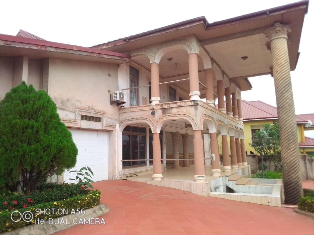 6 Bedroom Duplex with 1 Bedroom Outhouse for Sale in Kumasi