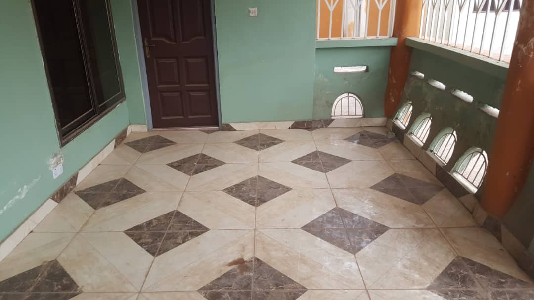 6 Bedroom House with 2 Bedroom Outhouse for Sale in Kumasi