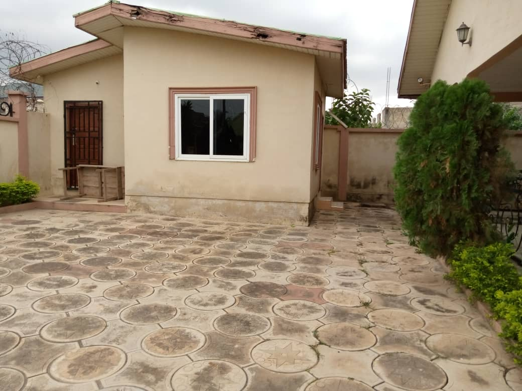 6 bedroom house with one boy's quarters for sale