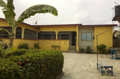 6 Bedroom House with Uncompleted Stores for Sale in Kumasi