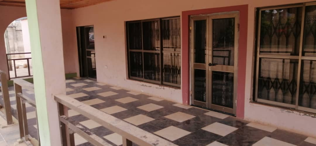 8 Bedroom House with Uncompleted Stores for Sale