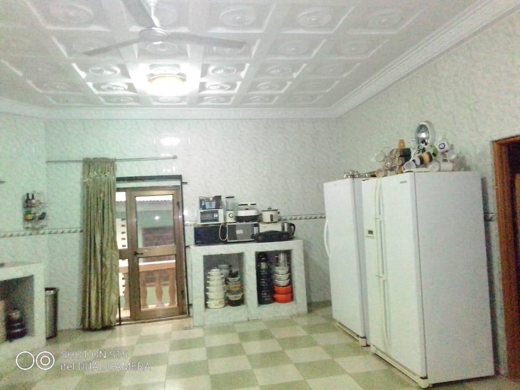 9 Bedroom House with a Summer Hut for Sale in Kumasi