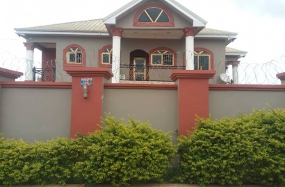 An executive 4 bedroom en-suite house with a swimming pool for sale