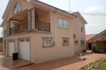 En-suite 5 Bedroom House with 3 Bedroom Outhouse for Sale