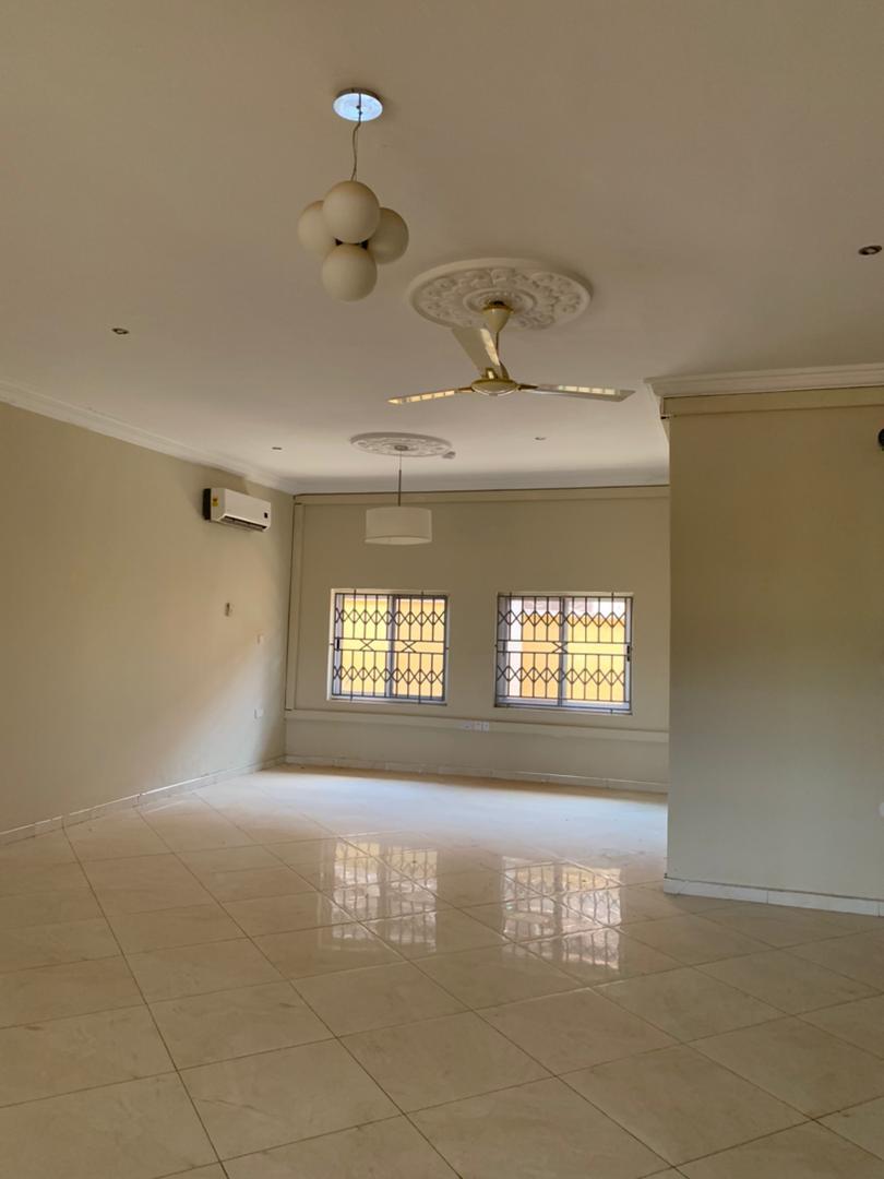 Executive 20 Bedroom En suite House for Rent in Kumasi