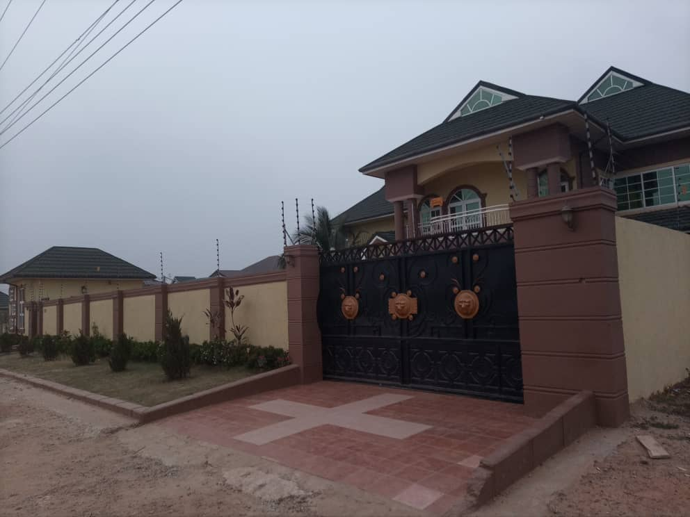 Executive 7 Bedroom House with 1 Bedroom BQ for Sale in Kumasi