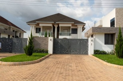 Luxurious 5 Bedroom House for Sale