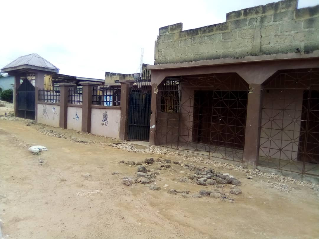 Uncompleted 5 bedroom story house for sale