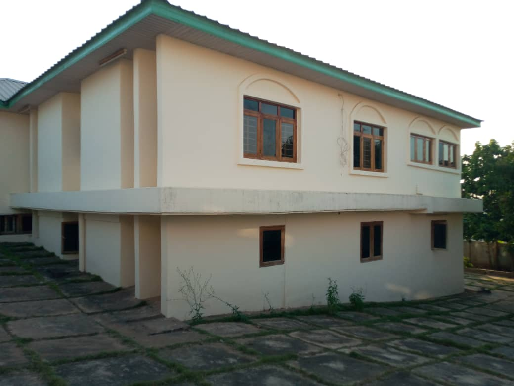 4 Bedroom House with 4 Room BQ for sale