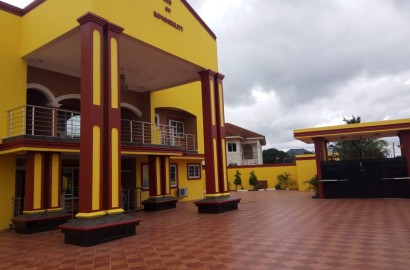 Ensuite 8 Bedroom House for sale