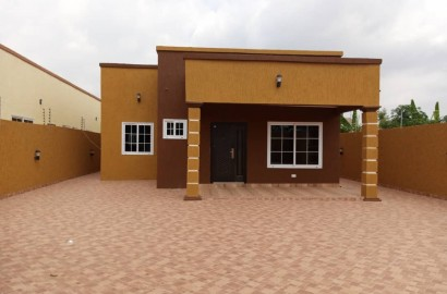 3 Bedroom House with 1 Room Outhouse for sale