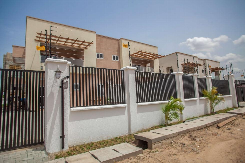 5 Bedroom semi-detached houses for rent