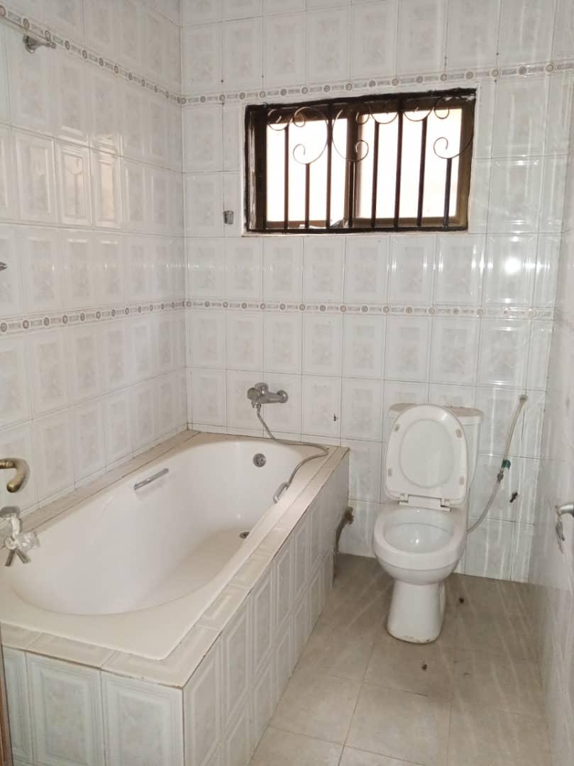6 Bedroom Storey for rent